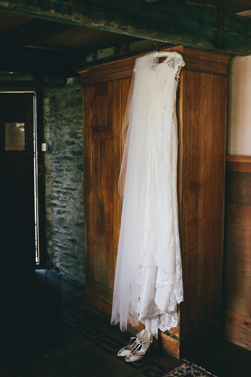 Lace wedding dress at Prussia Cove, Cornwall wedding by Love Oh Love Photography